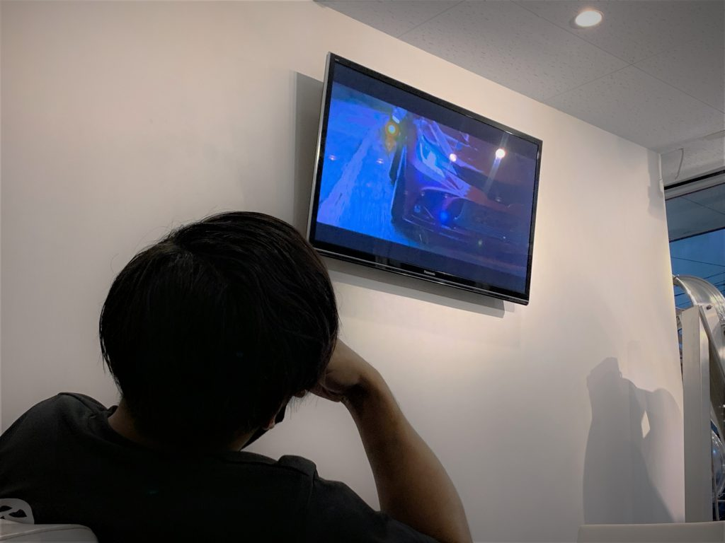 摂津本店、ディスプレイ映像進化!